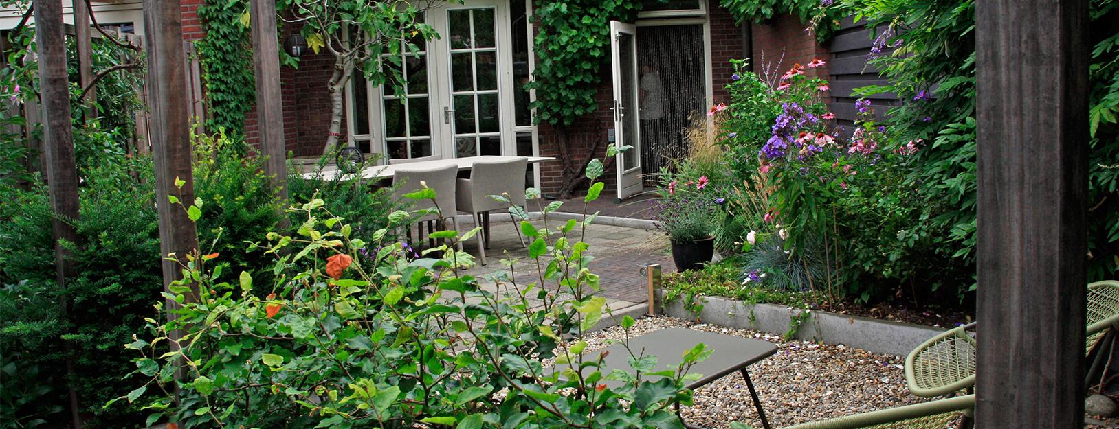 Kleine tuin tuinontwerpbureau ineke brunekreeft for Kleine tuinen voorbeelden