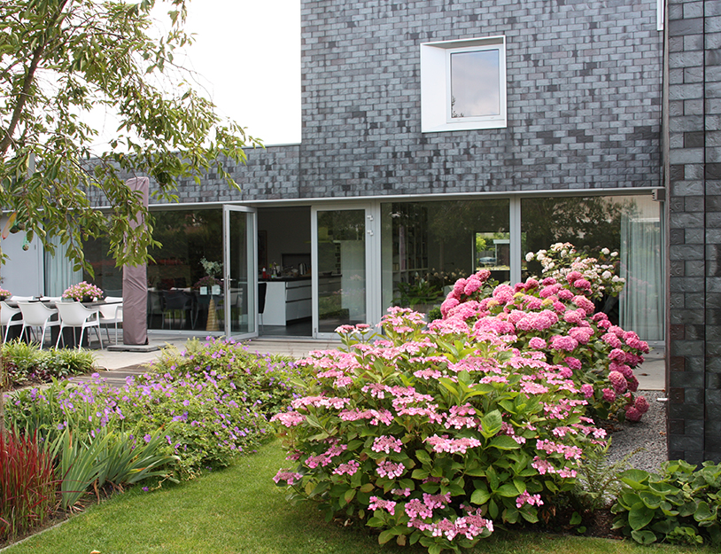 Bloem En Tuin : Bloementuin bij moderne woning tuinontwerpbureau ineke brunekreeft